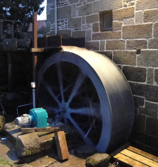 Located Normandy, John and Dees' 3.3m wheel is rated 3kW (5HP)